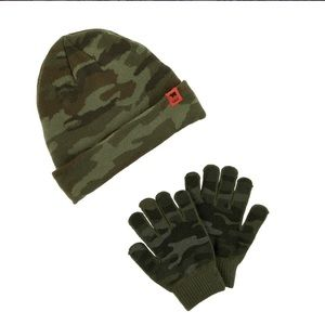 Carter's camouflage hat and gloves size 4-8